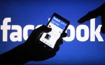 آزمایش تقسیم فید خبری فیسبوک به دو بخش